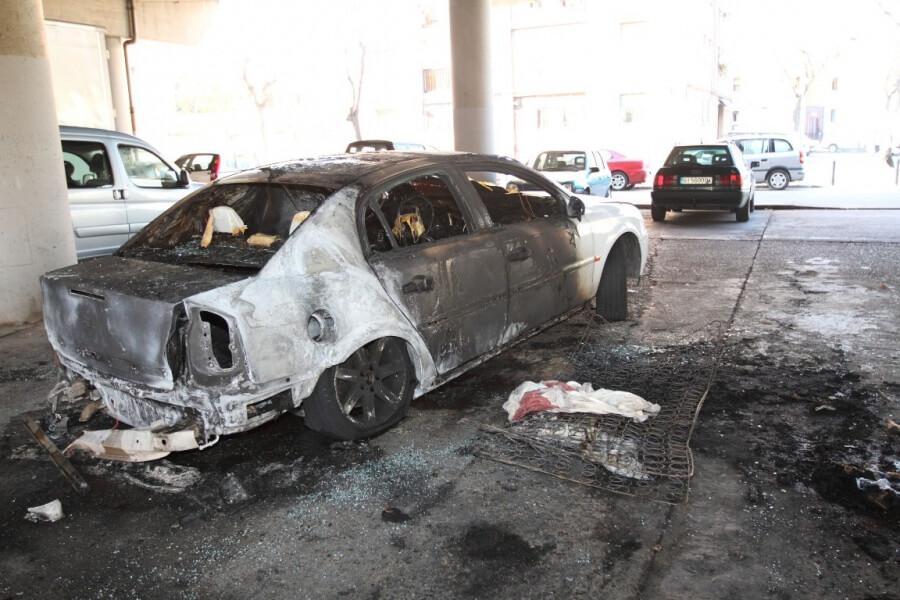 Cotxe cremat.JPG