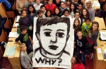 Foto Consell dels Infants amb el Mural Why.jpg