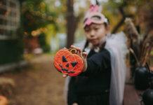 Halloween tenyeix el Passeig de la Salut de disfresses i activitats